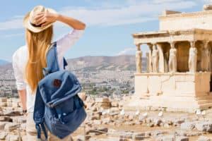 """הקשר בין תיירות לנדל""""ן ביוון"""